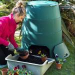Compostiera Domestica - come funziona? guida all'uso di quella da balcone e giardino